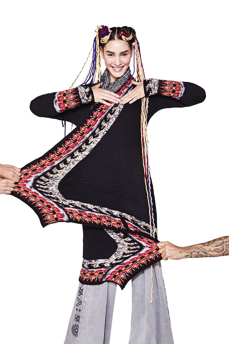 Desigual women's long black cardigan with ethnic embroidery in earth tones. Take on Fall season with our Tricot and let yourself be inspired by Desigual Fall Winter 2017 collection!