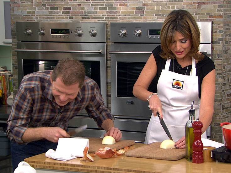 Bobby Flay teaches Savannah to cook chicken stock ANCHOR