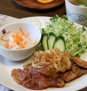 スライスオニオンたっぷり♪豚肉の生姜焼き。晩ごはん。