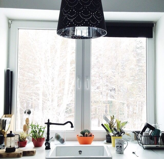 Раковина-подоконник-окно-вид-дом