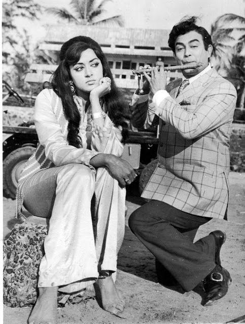 Hema+Malini+and+Sanjeev+Kumar+in+Seeta+Aur+Geeta+-+1972