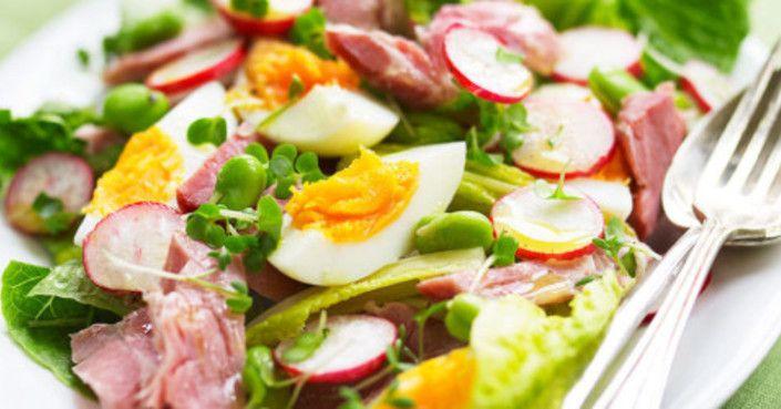 A sonkasaláta fenséges étel, ami mindenkit elvarázsol! Kiadós finomság, amit nem csak az ünnepi alkalmakra érdemes elkészíteni! Hozzávalók 15 dkg sonka, 1 fejes saláta, 2…