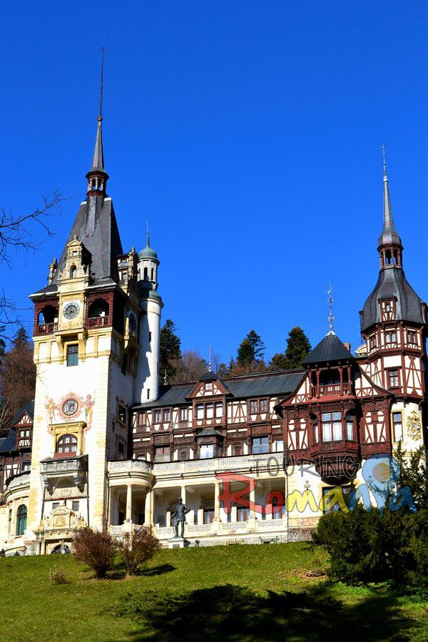 Peles Castle, Romania  http://www.touringromania.com/tours/city-break/discover-transylvania-private-tour-4-days-brasov-sighisoara-sibiu.html