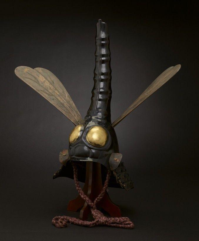 """Casque """"libellule"""" japonais du 17e siècle."""