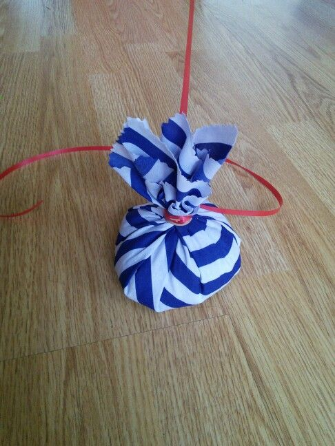 DIY balloon weight. Rice, a square of fabric, and an elastic band.