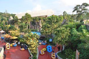 Selain bisa berpetualang seru di Safari Adventure, tau nggak sih di Safari Prigen Jawa Timur, kamu juga bisa menikmati wahana air yang dijamin Super Duper KEREN !  Safari Water World ! Taman air bertemakan 8 keajaiban ini punya banyak jenis kolam dan seluncur air, 2 diantaranya adalah yang terbaru yaitu SUPER BOWL & BOOMERANG Giant Slide  Yakin nggak pingin seru-seruan juga disini??? 😏😏😎 #safariprigen #conservation #education and #fun ! #weekend #holiday #adventure #escaped #friends…