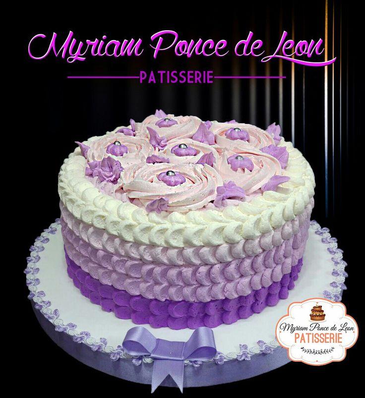 Torta de pétalos en degradé de lilas
