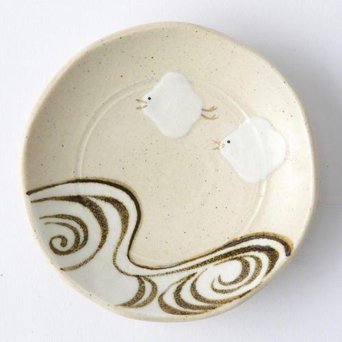 京焼の六兵衛窯より、千鳥の豆皿です。お食事はもちろん、飾り皿としてもお使いいただけます。