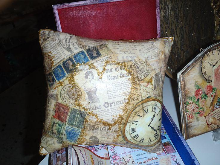Decoupage on fabric www.artvoyage.gr
