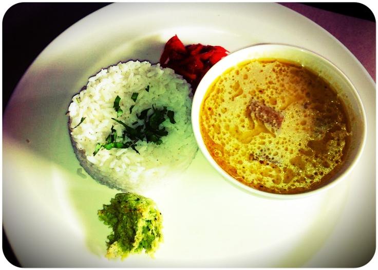 Al Yakhni served with fragrant Kashmiri rice and chutneys