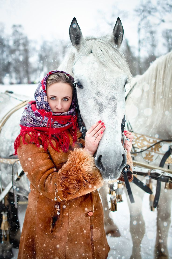 A girl wearing a Russian Pavlovsky Posad shawl. - À LA RUSSE Campaigns - Irresistible Bohemian - Russian fashion - The Russian Style - #fashion #moda #mode - Estilo ruso - belleza rusa - @JenniferManteca on Twitter