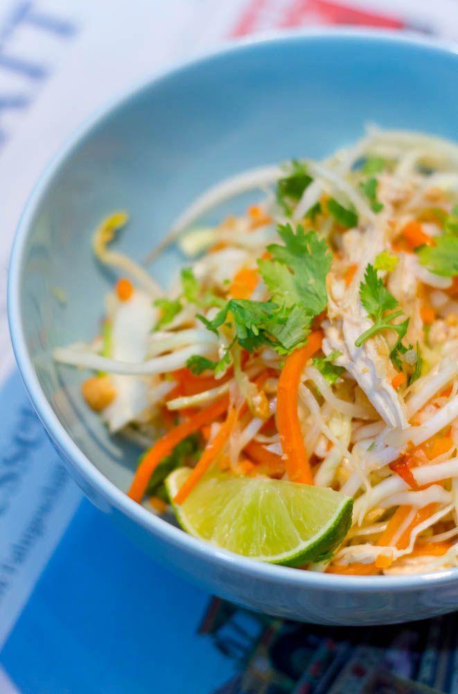 Goi Ga - vietnamesischer Krautsalat mit Hühnchen, Erdnüssen, Chili und Koriander