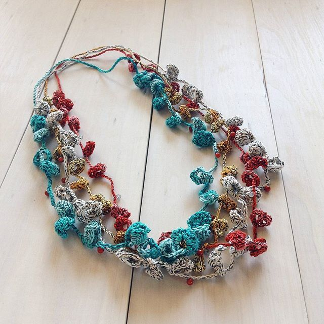 Primavera necklace   100% cotton and coral beads