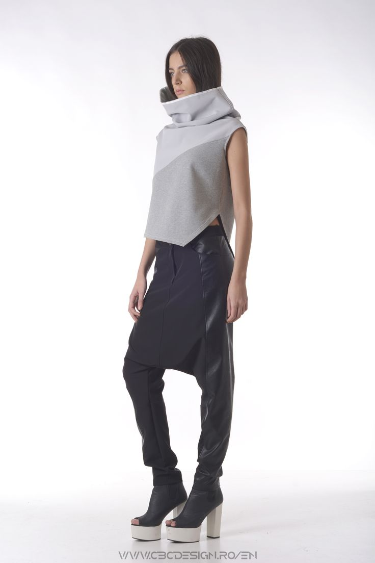 The WINTER CLOUD Top has a unique construction that generates the voluminous neck. The soft cloud-resembling fabric gives the top a spacial feel and also a protective touch. It makes a statement in a sport outfit, but is also fit for a smart casual look.