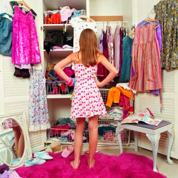 Curățenia de primăvară în șifonier, te ajută să păstrezi în ordine hainele pe care vrei să le mai porți și totodată șă creezi loc pentru cele ce vor veni.