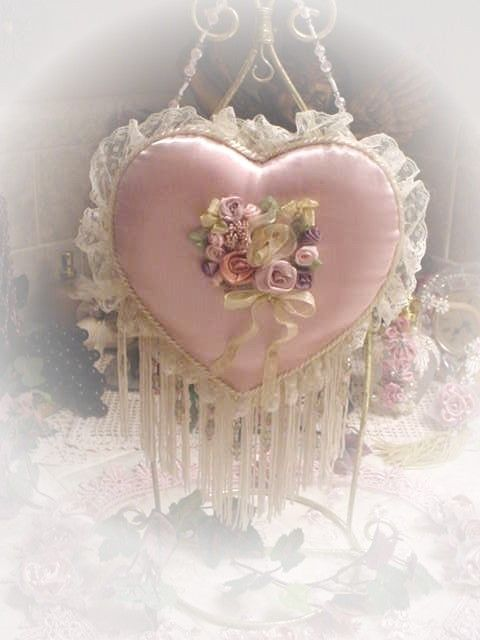 Chic Victorian Style Pink Hanging Heart