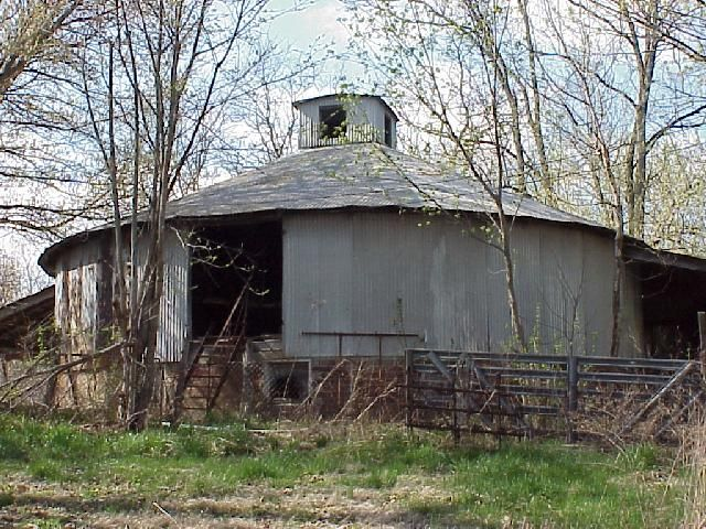 1046 best round barns images on pinterest barn barns for Barn house indiana