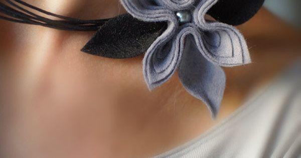 Feltro grigio di collana fiori romantici moderni di MargoHupert | Collane | Pinterest | Feltro, Collane e Studi