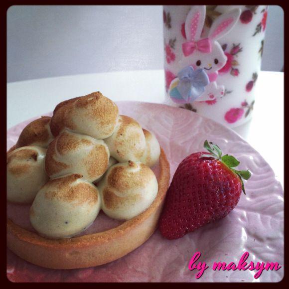 tartelette fraise matcha // strawberry rose tart with Green tea italian meringue