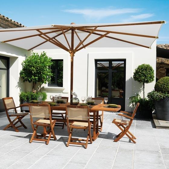 Quoi de mieux que l'ambiance Teck pour votre salle à manger d'extérieur sur la terrasse votre demeure méditerranéenne ? Et bien il y a toutes les autres salles à manger d'extérieur Roland Vlaemynck : http://www.123meuble.com/ensemble-roland-vlaemynck-tables-de-jardin-chaises-et-fauteuils-d-exterieur,fr,3,188.cfm
