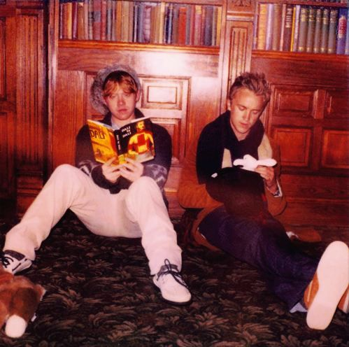 Rupert Grint and Tom Felton read! (at least Grint does...) and he's not reading Harry Potter. Love this site! #AwesomePeopleReading