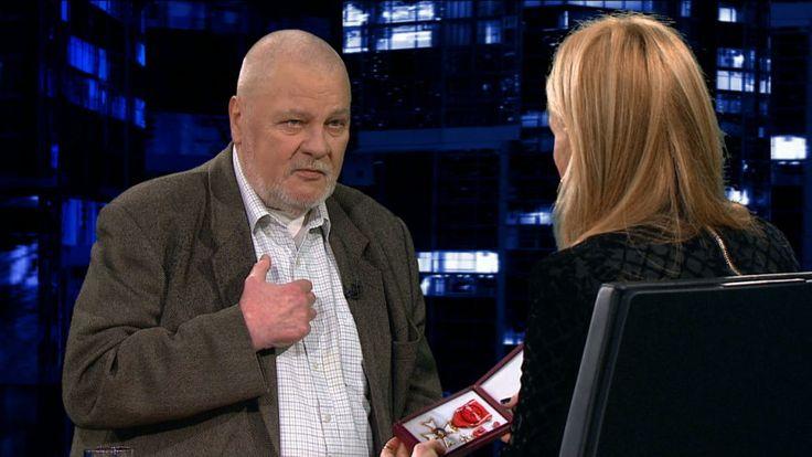 - Czasy się tak szybko zmieniają,że nie pasuje już mi, żebym go nawet miał w domu - powiedział. - (Władysław) Bartoszewski mówił, że jak nie możesz już nic zrobić, to zachowaj się przyzwoicie. Więc przyzwoicie będzie, jak się pozbędę tego orderu - dodał. Jankowski wyjaśnił, że jest to z jego strony wyraz sprzeciwu wobec tego, co dzieje się w Polsce. - To nie tylko wszechwładny J.Kaczyński, ale jak się słucha rożnych ludzi, to jest horror, tak się zniszczy kraj - stwierdził…