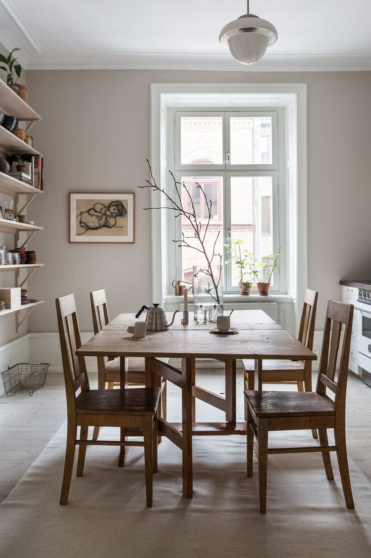 Dining table. Classic Stockholm apartment, scandinavian interior. Svartensgatan 5 A | Fantastic Frank