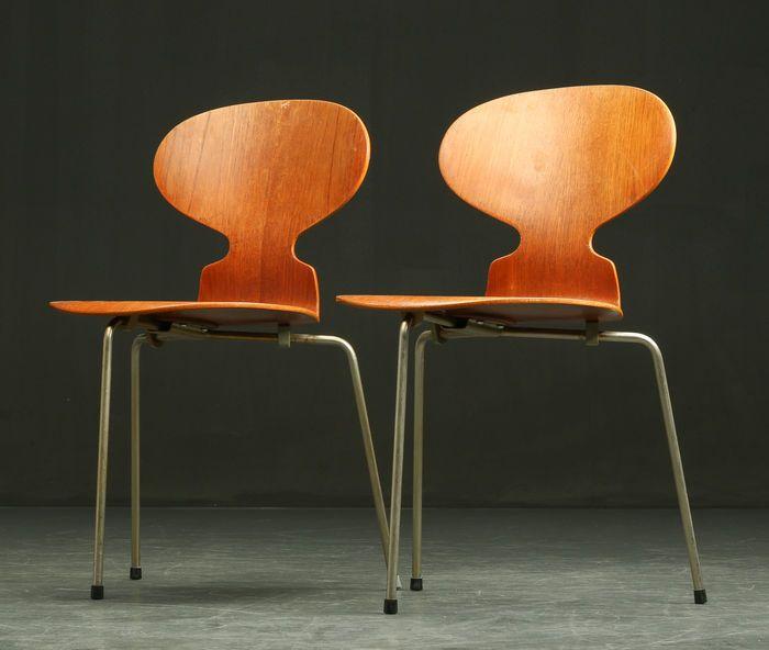 «Myren» stal (Deens) is een zeer bekende designklassieker Deze stoel werd ontworpen in 1952 voor gebruik in de kantine van de Deense farmaceutische firma Novo Nordisk. Van gelamineerd hout fineer met teak met 3 stalen poten. Goede conditie. Verkocht voor€650 op Catawiki 30-03-2016