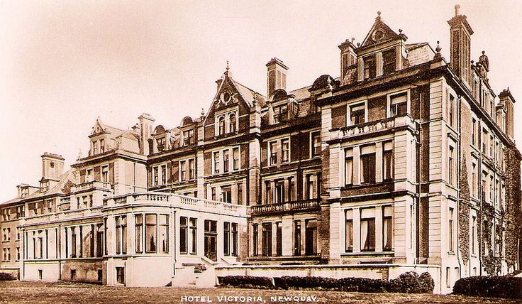 Sitting on the cliffs above the golden sands of Great Western Beach and overlooking the sea, the Legacy Hotel Victoria boasts many of its original features to this day. #VintagePhotography #HistoricHotels #Cornwall #Newquay