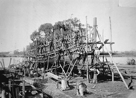 Building the SS Gippsland. Paynesville, Victoria ca.1895