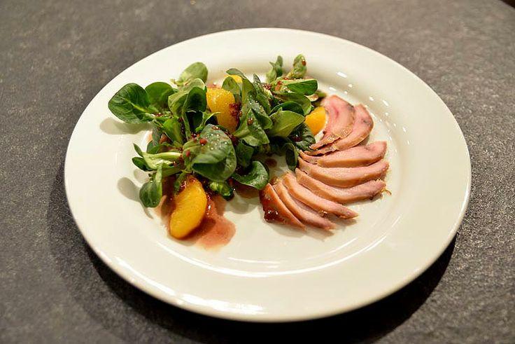 Vorspeise: Geräucherte Fasanenbrust an Feldsalat mit Cassisdressing