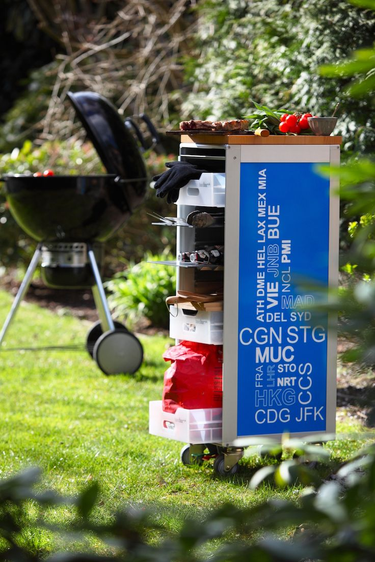 bordbar Airplanetrolleys are also perfect for outdoor, beside the barbecue. It doesn't rust and you can put inside the flatware, plates, herbs and sauces. Also available is a chopping board. #bythom #bordbar #airplanetrolley #servicetrolley #barbecue #outdoor #design
