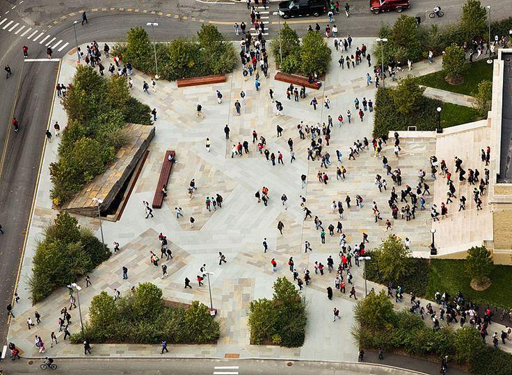 Plaza: Es un espacio público abierto, y actúan como un nodo para la ciudad. Pueden contener ciertas piezas históricas, ya sean ellas mismas o monumentos encontrados en ellas.
