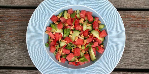 Spændende vandmelonsalat med chili og en super god dressing med peanut, ingefær og lime.