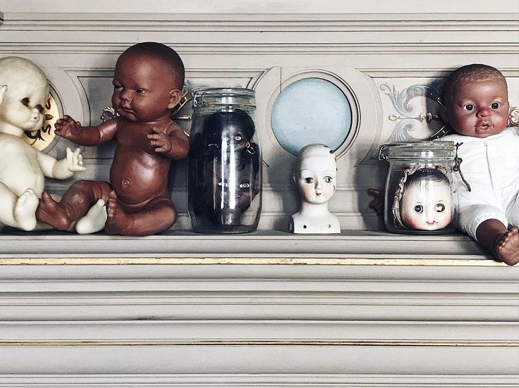 Baby doll  display at The Painted House . . . #vintagedoll  #thisgirlsonholiday #girlswhotravel #thepaintedhouse #chateauneufsurcharente #France #tamaragomezjewellery #designdetails #spiritinspired #housestyle #designfiles #electicstyle #interiorhome #instahouse #collector #collection