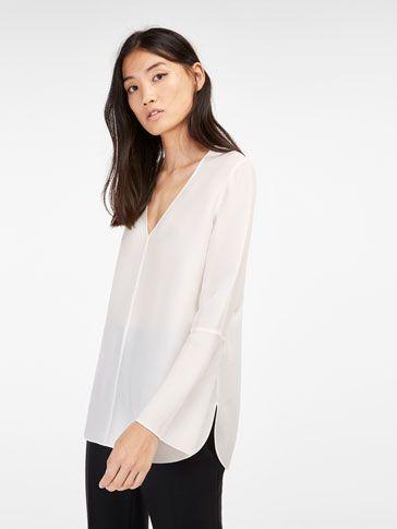 Las camisas y blusas de mujer AW 16 de Massimo Dutti. Camisas blancas, de seda o vestir y blusas fluidas, un must have que no puede faltar en tu vestidor.