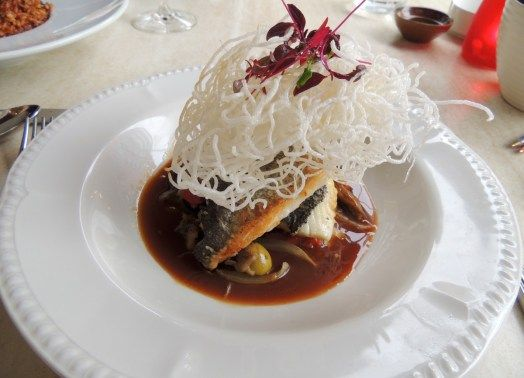 ALQUIMIA: Fillet of sea bream in a chicken and olive sauce topped with crispy noodles.