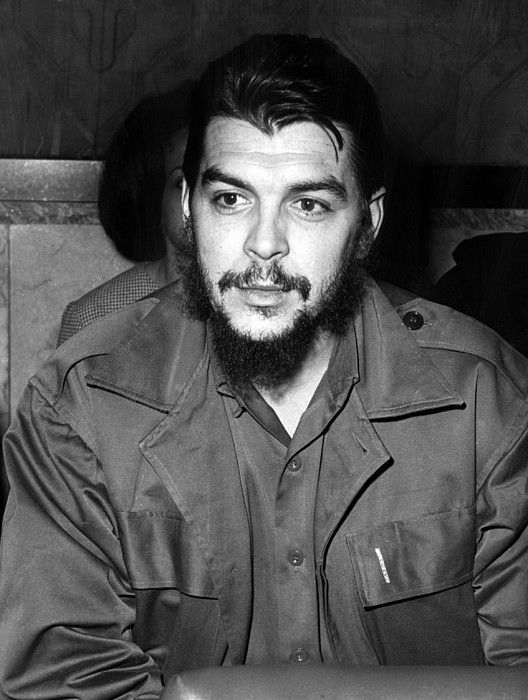DescriptionErnesto 'Che' Guevara steps off a plane in Havana, Cuba, after a three month propaganda tour of the new African nations, March 15, 1965