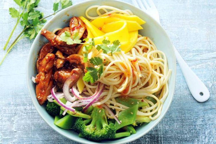 23 juni - Mango in de bonus - Een blijvertje op het weekmenu met zoete mango, snijbonen, broccoli en malse kip - Recept - Allerhande