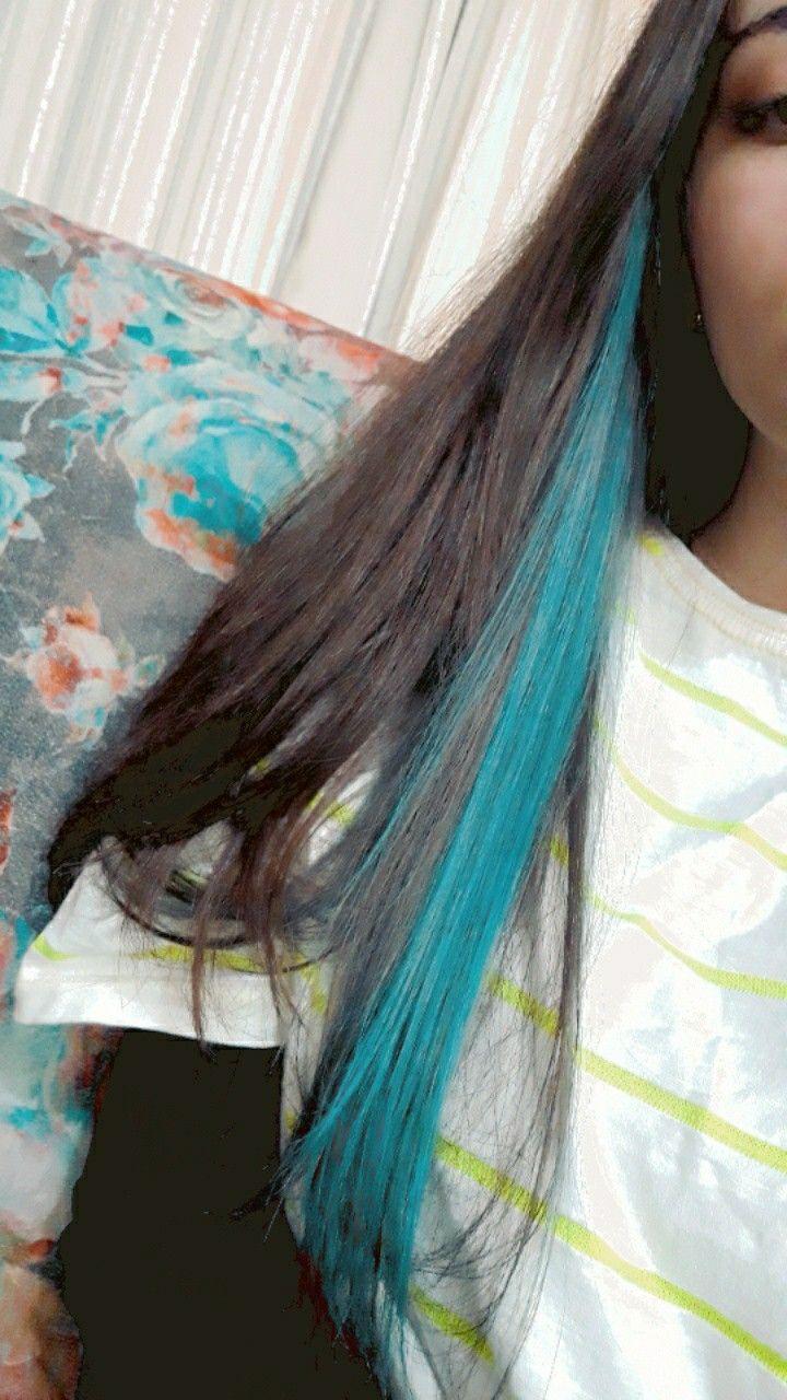 mecha colorida no cabelo | Cabelos pintados, Pintar cabelo, Cabelos com mechas  coloridas