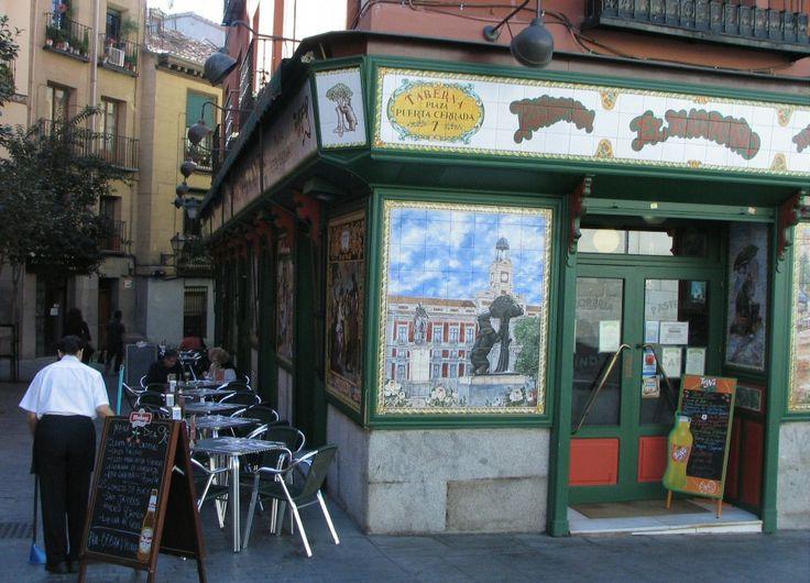 Taberna El Madroño en la plaza de Puerta Cerrada de Madrid