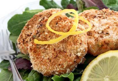 Croquettes de pommes de terre et de saumon. Mettre un peu moins de citron, remplacer la coriandre par du basilic et ajouter de la farine.