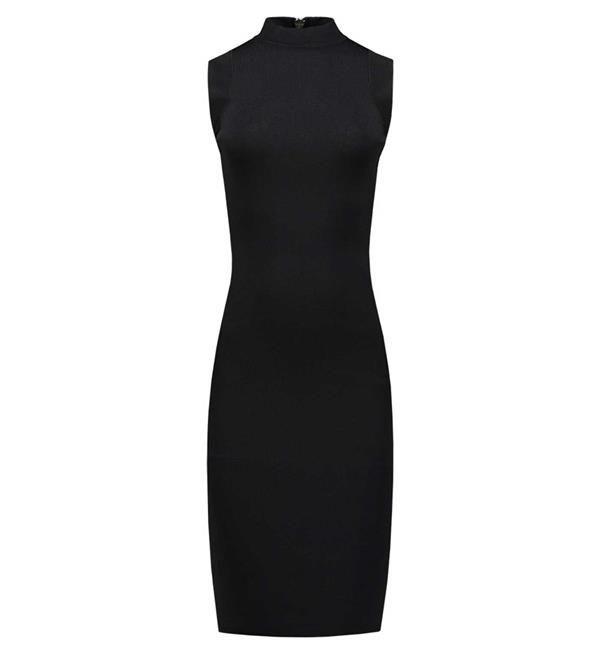 Nikkie korte jurk Jina. Deze mouwloze zwarte jurk heeft een col en een rits op de rug. Deze little black dress komt uit najaarscollectie 2017-2018 van Nikkie dameskleding. Shop Nikkie dameskleding @ https://www.nummerzestien.eu/nikkie/