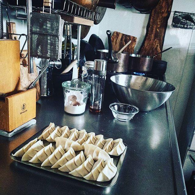 晩ごはんは先週からずっと食べたかった餃子。  昼も夜も中華定食屋だな ビール飲むぞ-!  Yummery - best recipes. Follow Us! #kitchentools #kitchen