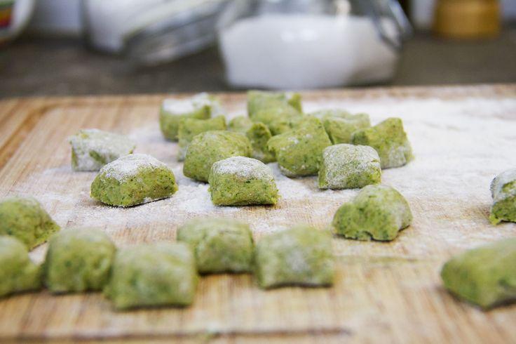 Gli gnocchi di broccoli, alternativa perfetta ai classici di patate. li abbiamo provati in autunno per una ricetta di stagione. Il risultato è stato ottimo
