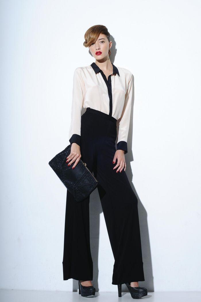 Blanco & negro. Camisa de seda, pantalón ancho, zapatos de reptil