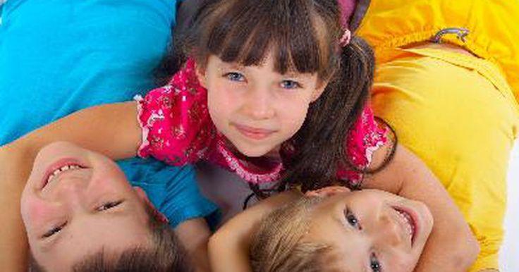 """Juegos para niños de 3 a 5 años. Si tienes un grupo de niños de 3 a 5 años, seguramente rogarás por saber algunos juegos originales para jugar con ellos. Variantes de los juegos más comunes, como el de """"pato, pato, ganso"""", donde los niños están en círculo y uno de ellos está de pie tocando las cabezas de los demás hasta elegir a otro que lo perseguirá alrededor del círculo pero ..."""