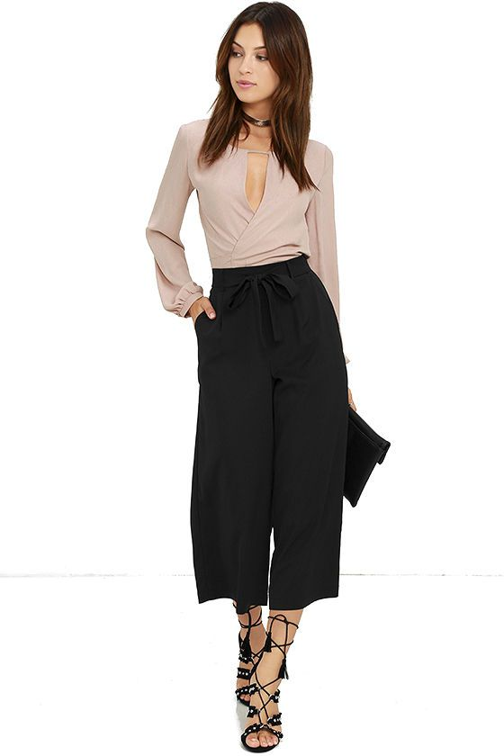 The Sunny Stroll Black Culottes are sure to brighten up your day! A tying waist (with elastic at back) tops these chic woven culottes in classic black. Front diagonal pockets.