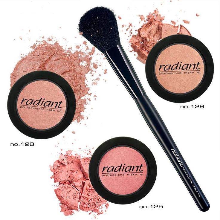 Blush Color | Radiant Professional Make Up Το Blush Color χαρίζει ζωντανό χρώμα με ματ ή περλέ απόχρωση στα «μήλα» του προσώπου. #Radiant #Professional #blush #makeup