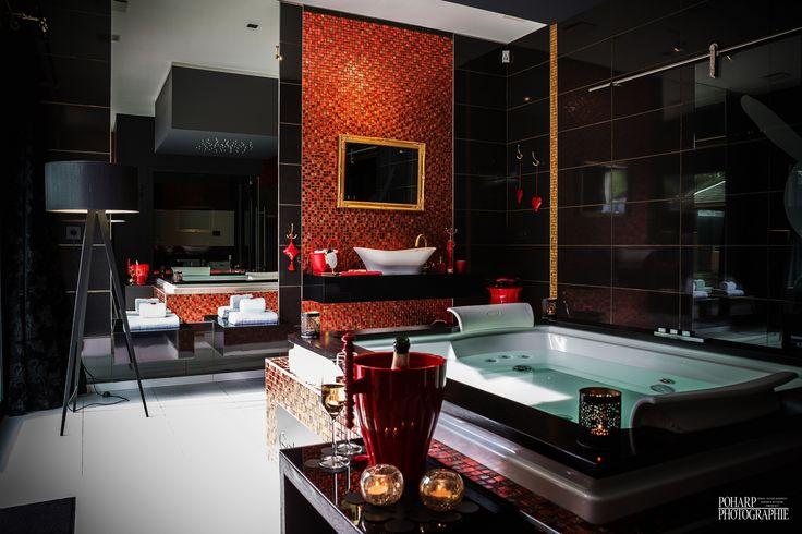 Salle de bain avec jacuzzi et hammam